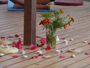 candles-petals